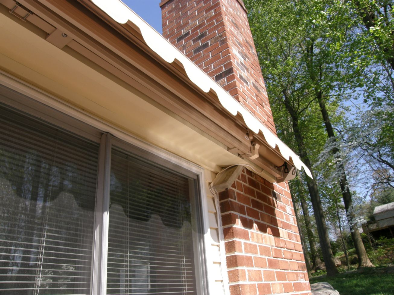 unusual mounting of motorized retractable awning