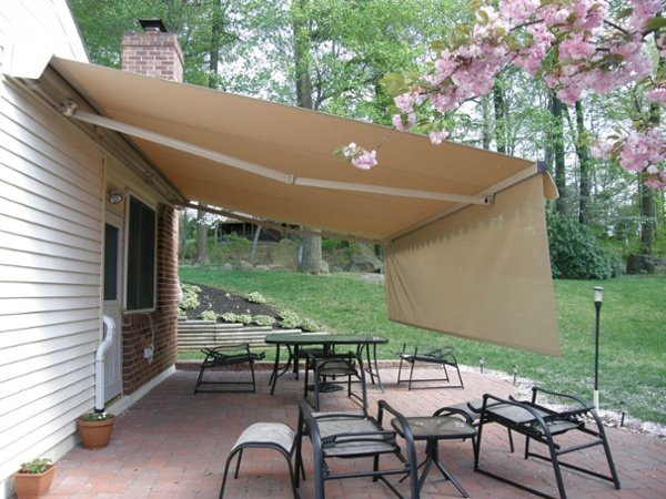 sunblocking valence on motorized retractable awning